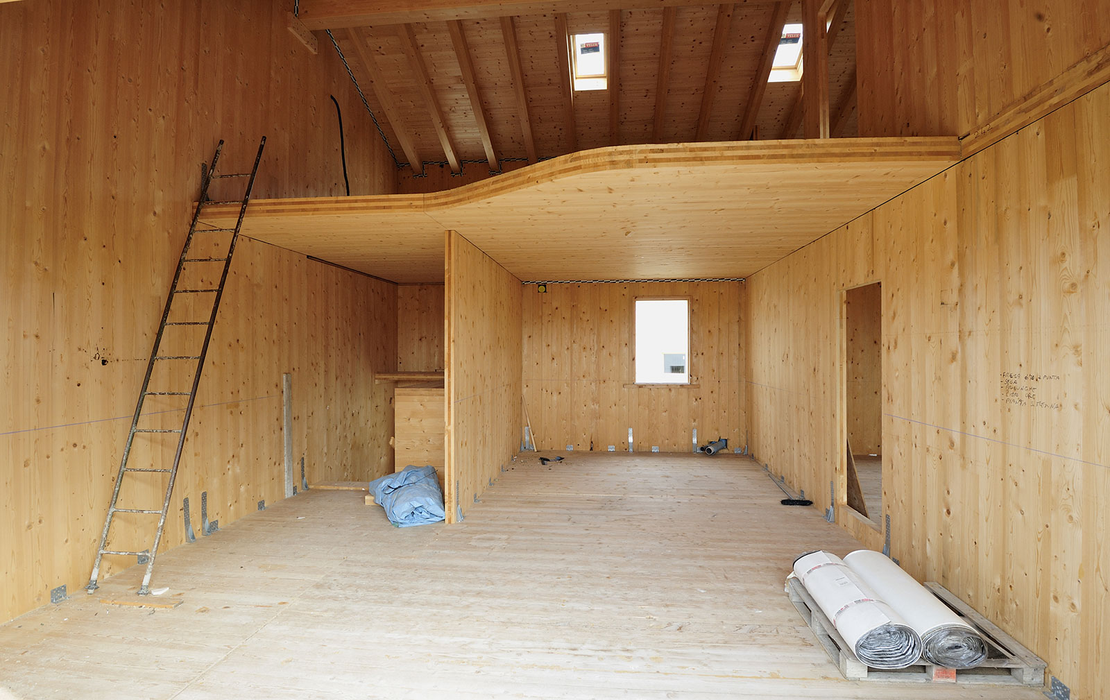 Costruzione case in legno a valdagno cornedo vicenza for Casa in legno tradizionale